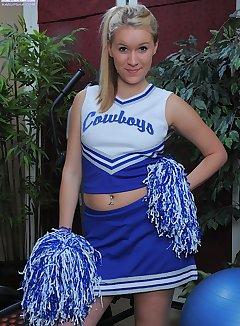 Cheerleader Upskirt - Upskirt Pics Mobi