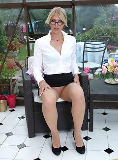 Pantyhose Upskirt Pics